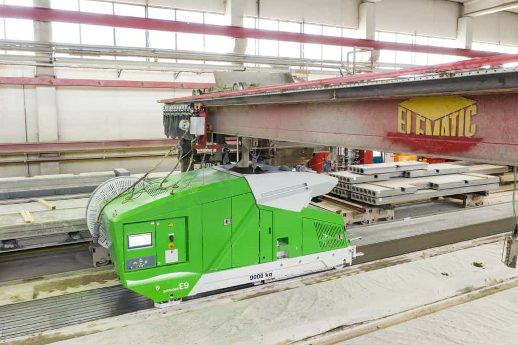 Elematic Extruder E9 on a hollowcore bed