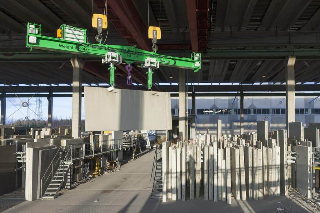 Elematic automatic lifting beam E9, lifting a wall element