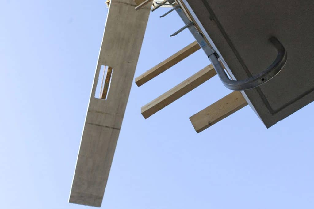 Half slab, lifting on site