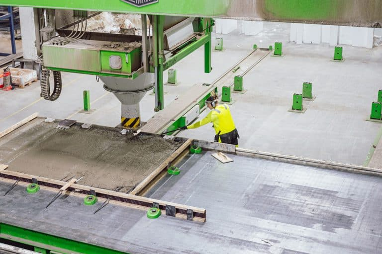 Elematic table P7 in use at Santalan betoni site, Finland